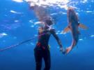 Девушки на подводной охоте на Багамах